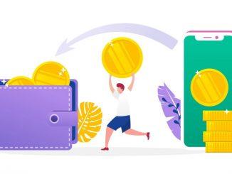Un homme qui transporte de l'argent entre un téléphone et un portefeuille