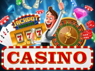 Personne sourillanrte avec des jeux de casino