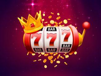 Une slot machine avec une couronne`