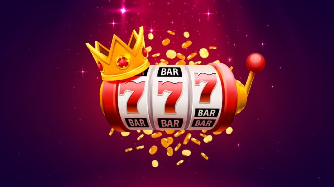 Une slot machine avec une couronne